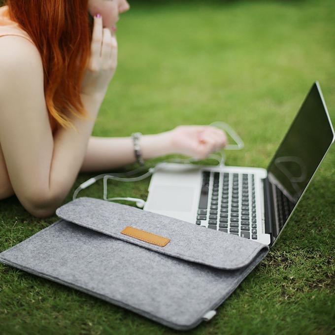 コスパ&ファッション性も兼ね備えたInateck 13.3インチ MacBook用ベルクロ式インナーケース【MP1300】がイイ!
